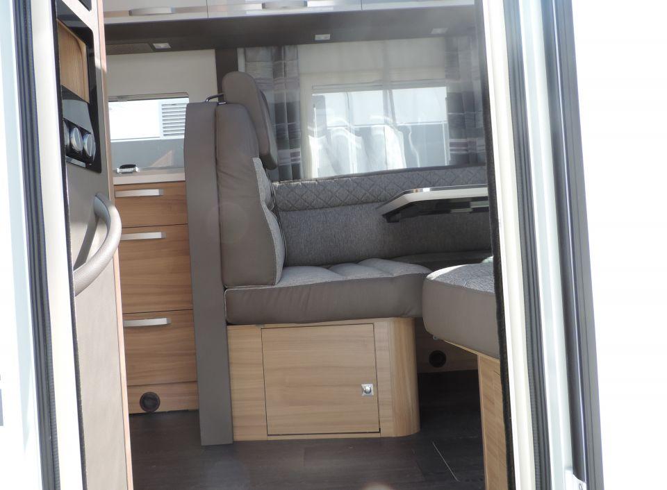 adria coral s 670 sl plus als teilintegrierter in. Black Bedroom Furniture Sets. Home Design Ideas